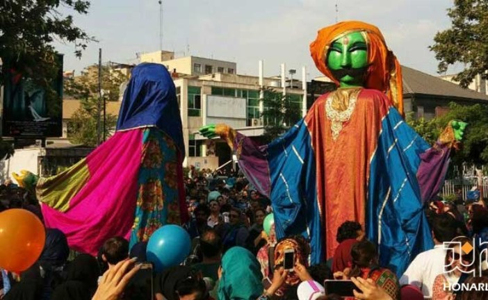 """گزارش اختصاصی هنرلند از عبور کارناوال عروسکها در جشن تولد """"مبارک"""""""